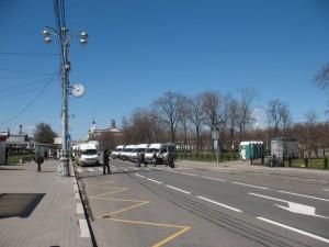 площадь у метро ВДНХ