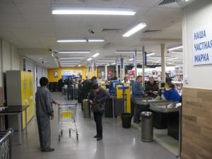 В торговом зале магазина Лента