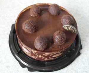 Торт из супермаркета Лента - цена около 300 рублей.